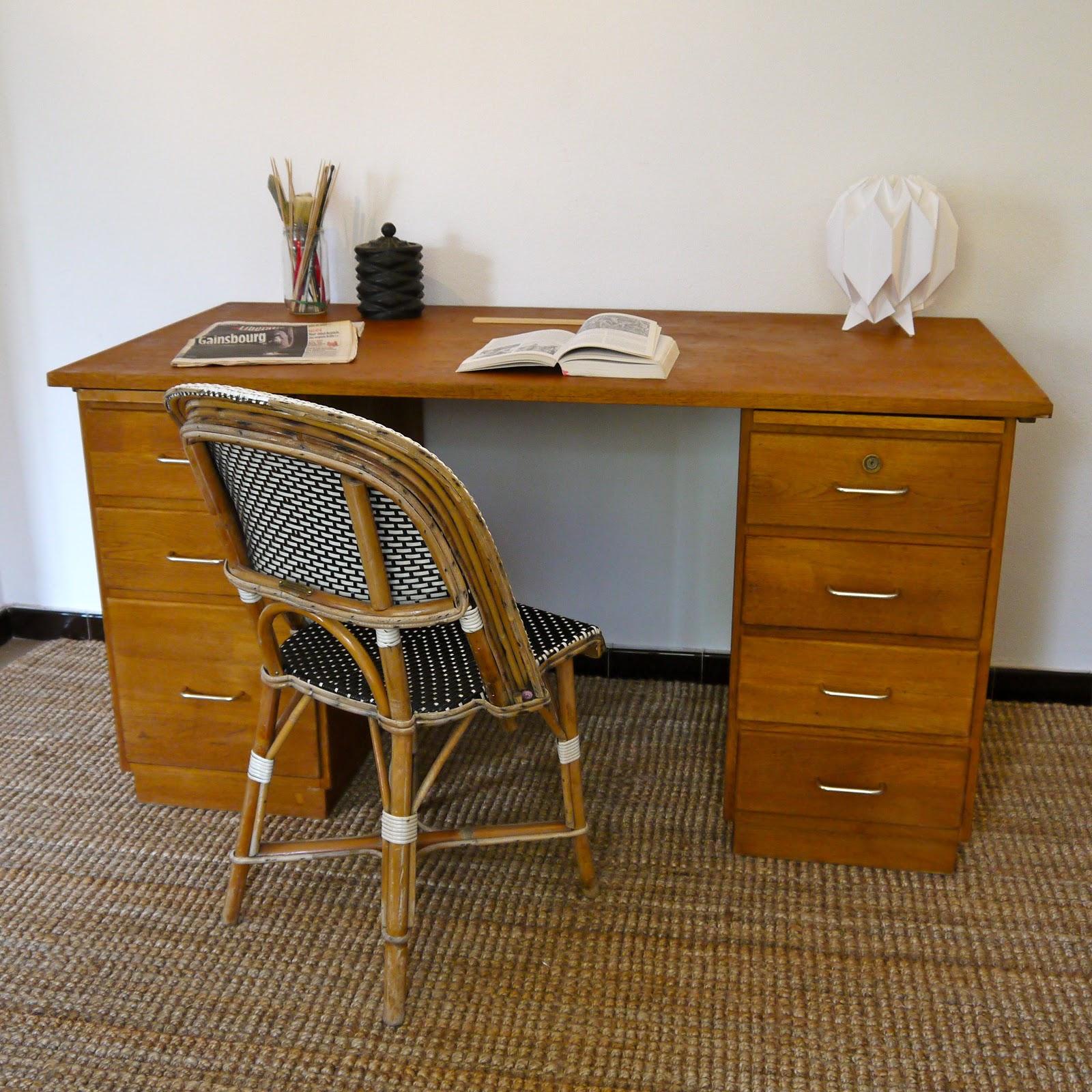 jaune moutarde bureau en bois des ann es 70. Black Bedroom Furniture Sets. Home Design Ideas