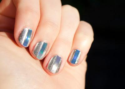 Decoración de uñas con detalle tornasol