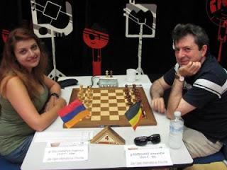 La grand-maître ukrainienne Evgeniya Doluhanova face à Alexander Dgebuadze © Chess & Strategy