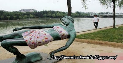 Patung Perempuan yang Menghebohkan
