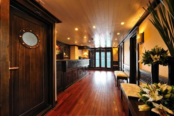 Reception - Paradise Luxury Cruise