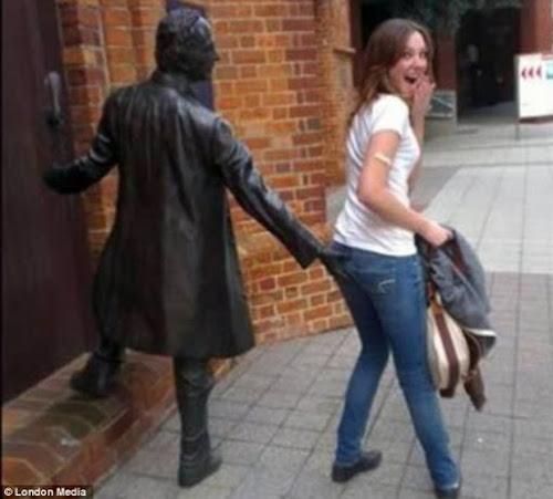 20 fotos engraçadas tiradas com estátuas