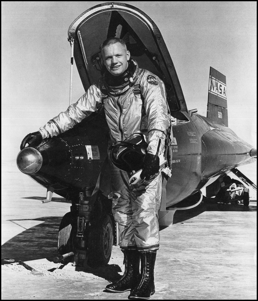 pilot of neil armstrong rocket - photo #2