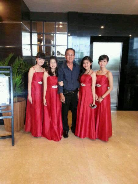gaun pesta warna merah cocok untuk pesta event yang berkonsep acara