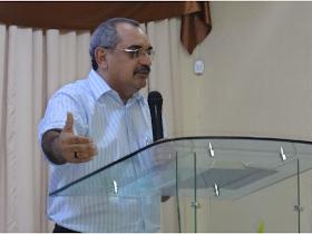 Ministrando a Palavra de Deus na IEC Família Viva em 02/03/2014