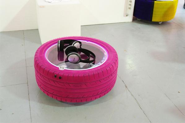 simply me un pneu et a roule. Black Bedroom Furniture Sets. Home Design Ideas