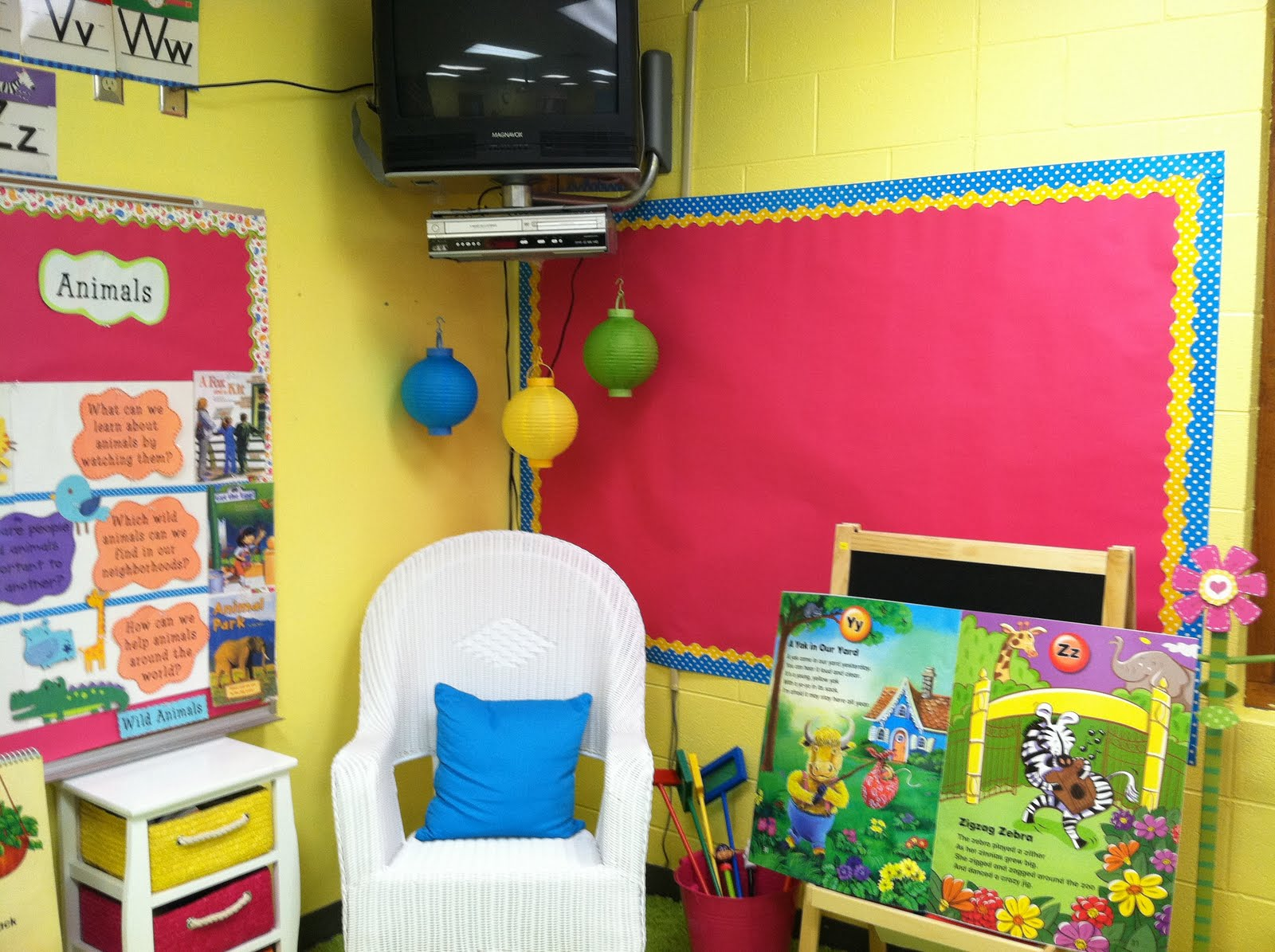 Life in first grade classroom decorating day four for Art classroom decoration ideas
