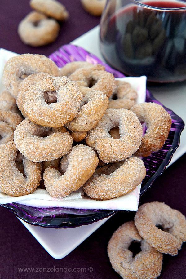 Biscotti al vino rosso e cannella ciambelline taralli dolci ricetta - red wine and cinnamon sweet cookies recipe