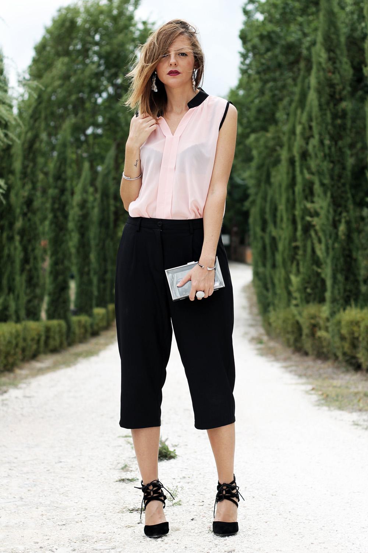 outfit-rosa-nero-con-culottes -camicia-smanicata-trasparente