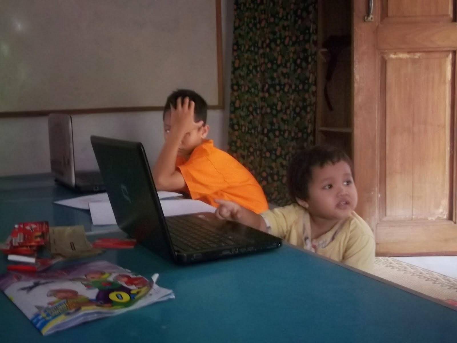 VIDEO JUARA 1 AKUSO 2013 : Internet Desa Surga Informasi Warga