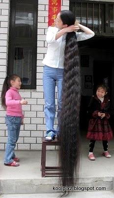 Beginilah Cara Mandi Gadis Dengan Rambut Terpanjang Di Dunia