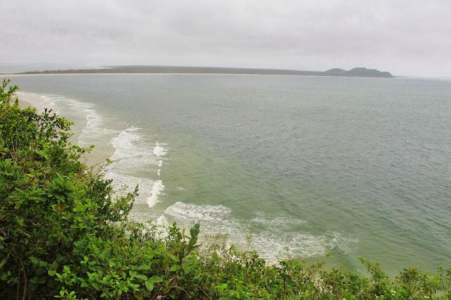 Morro da Baleia visto do Farol das Conchas da Ilha do Mel no Paraná.