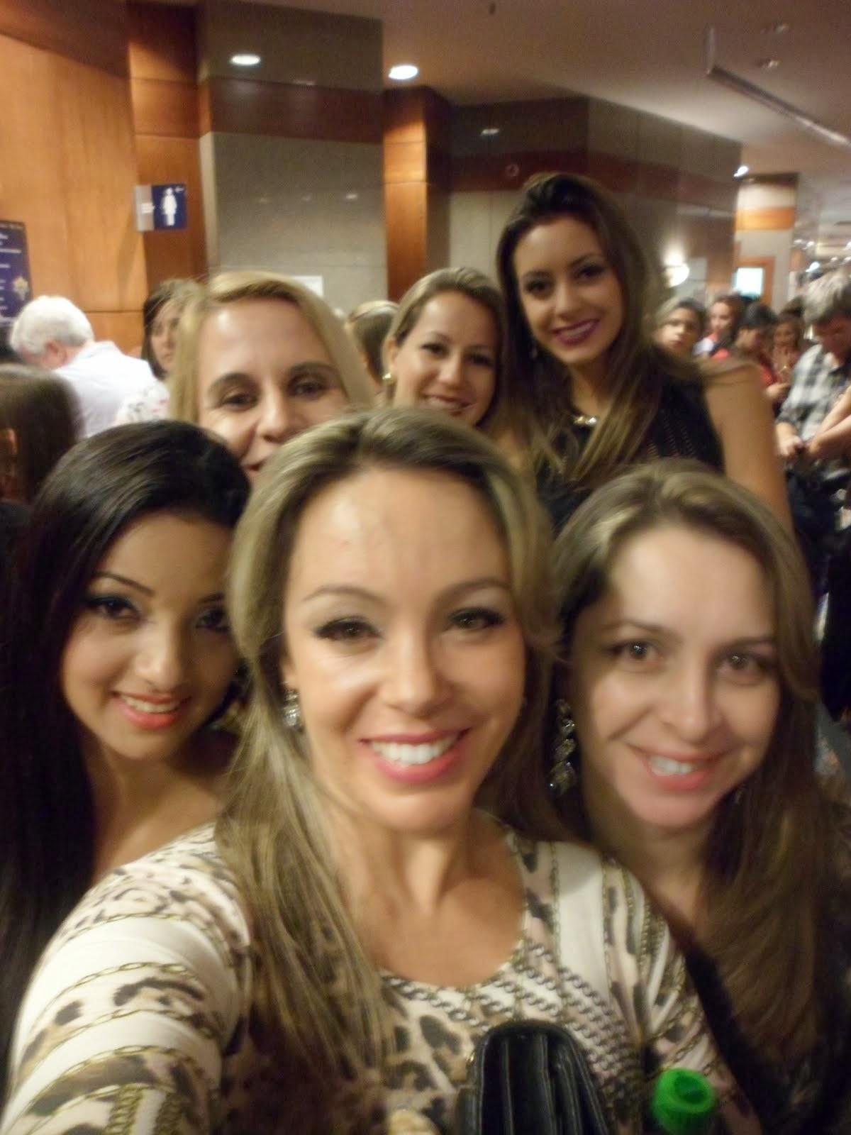Cia Flavia Oliveira