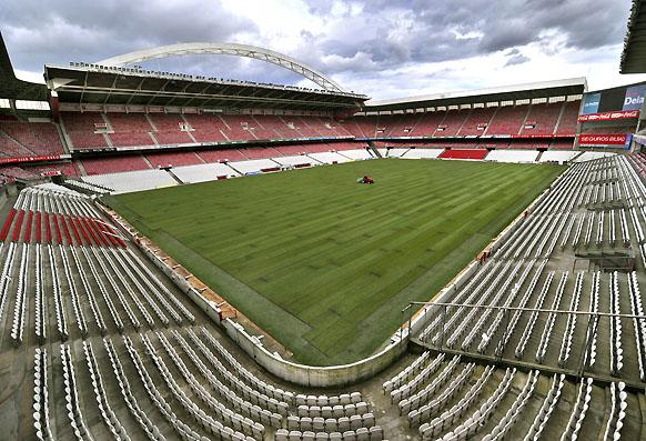 http://estadiosdeespana.blogspot.com/2011/08/bilbao-san-mames.html