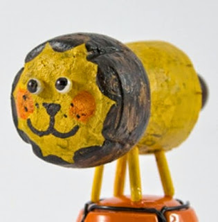 http://www.manualidadeson.com/leon-hecho-con-corcho.html