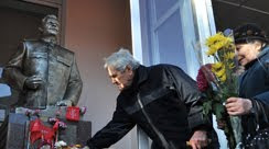 Stalin hyllas