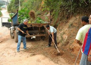 Sob o comando do Subsecretário Tião Correia,  somente em quatro horas de trabalho, 20 caminhões de terra foram retirados do local