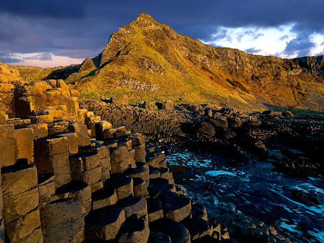 Giant's Causeway, Northern Ireland, hexagonal column, column shape rock, stone, volcano, geology, basalt, crystallized basalt pillar