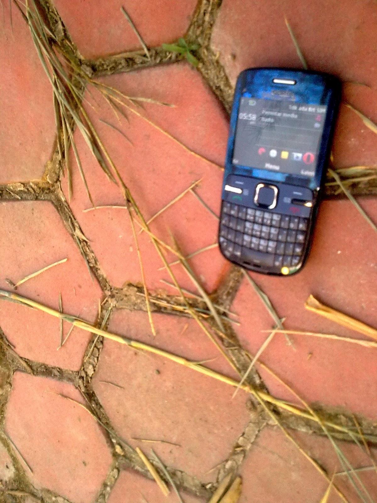 Qori Menulis Blog Foto Nokia C3