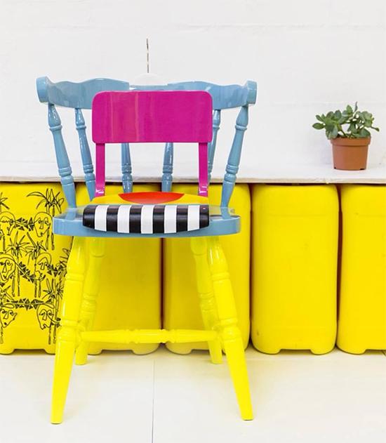 cadeira colorida, cadeira amarela, cadeira estofada, colorful furniture, Yinka Ilori, upcycling