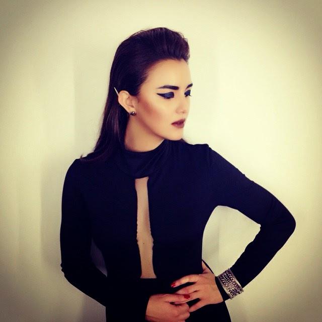 Fesyen Belahan Dada Jue Evans Yang Mengancam, info, terkini, hiburan, sensasi, pelakon Juliana Evans