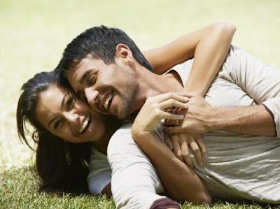 20 طريقة لتجعل حبيبتك اوزوجتك تبتسم - حب ورمانسية - love and roamance