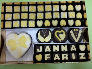 yellow white theme chocolate love box set for hantaran kahwin