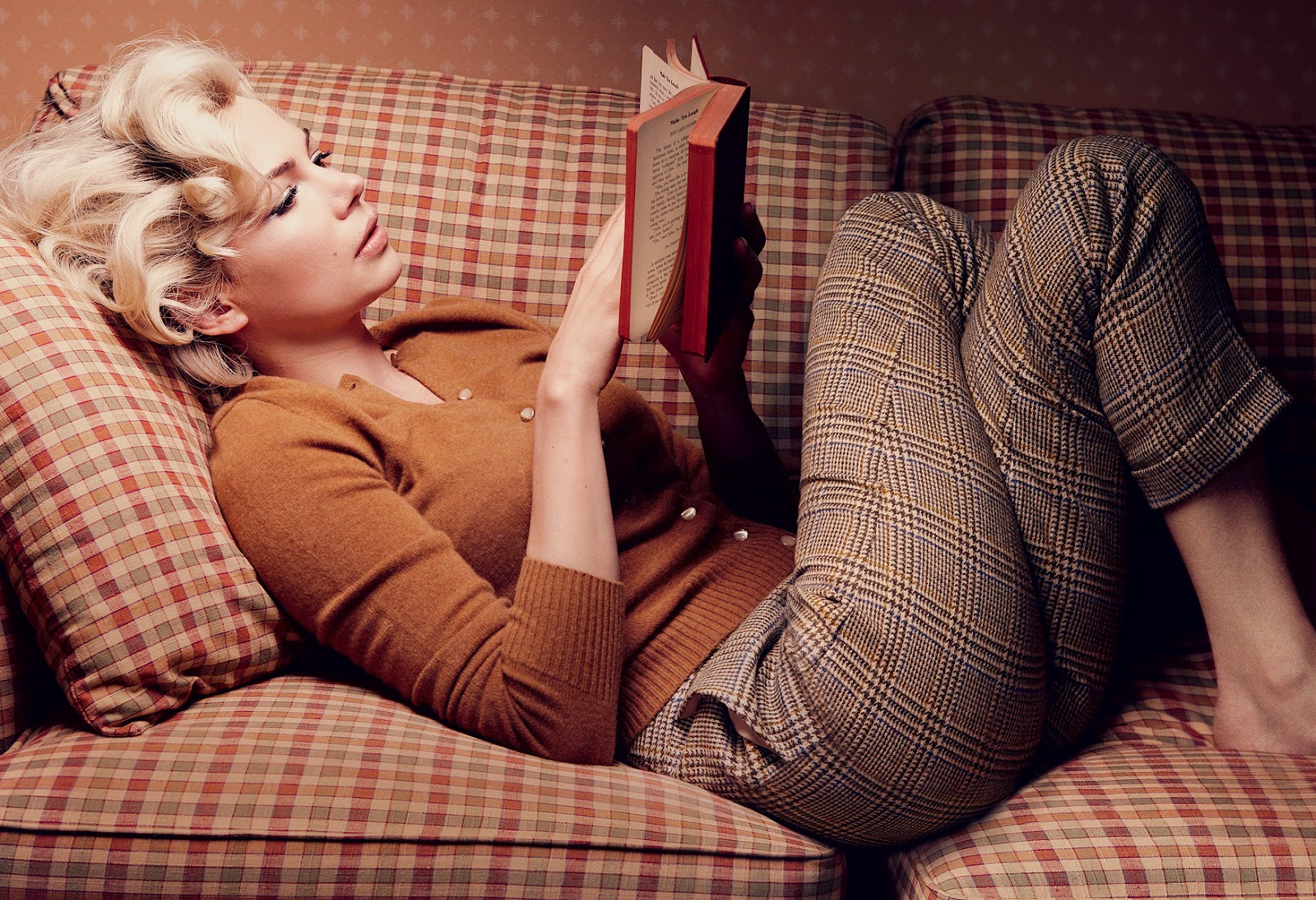 http://1.bp.blogspot.com/-tnuI7Rf1grg/T0fFHitQJ9I/AAAAAAAAIRQ/Ydhj1vrSSgI/s1600/Michelle-Williams-is-Marilyn-Monroe-1.jpg