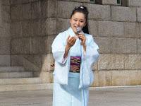 日本語を大切にした歌唱法で、綾乃緒ひびきさんは歌った。