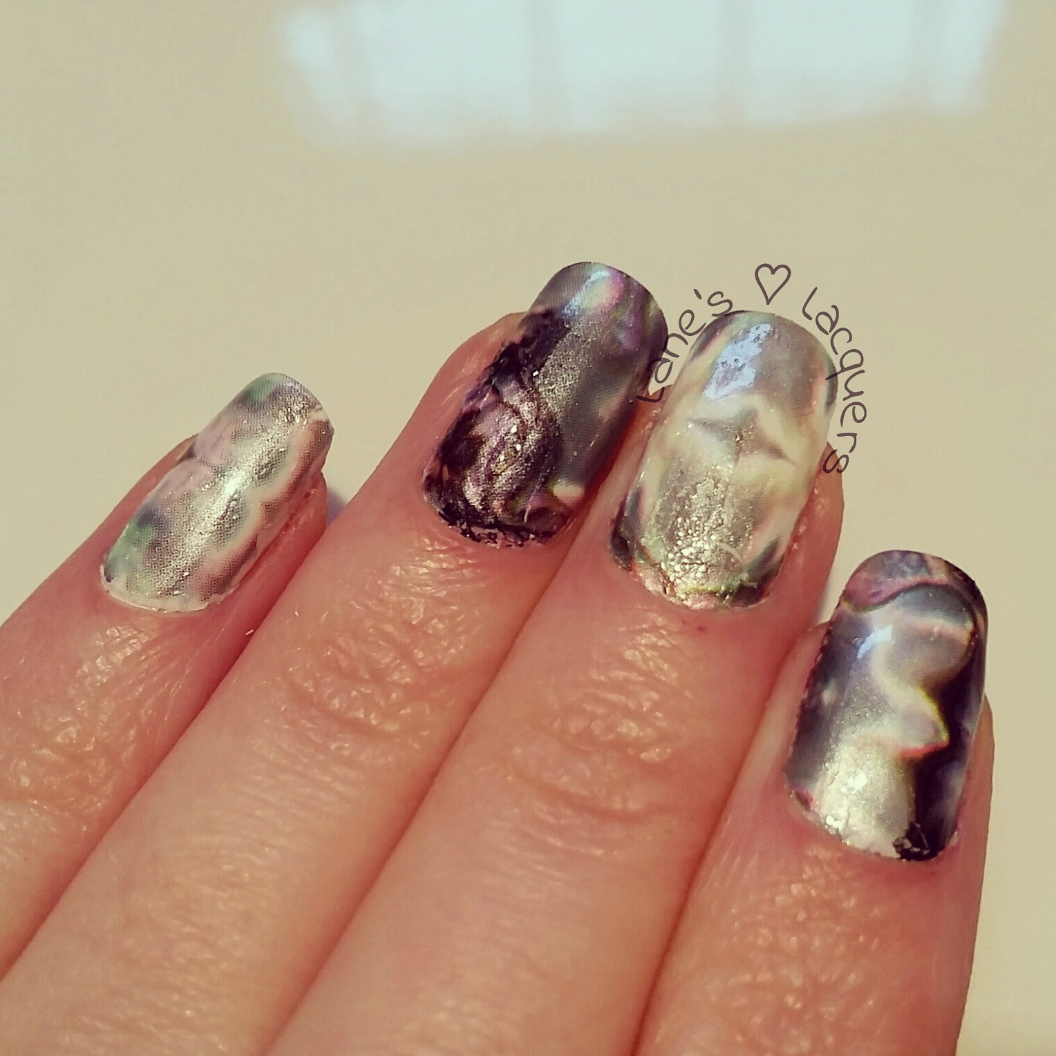 mother-of-pearl-foil-manicure