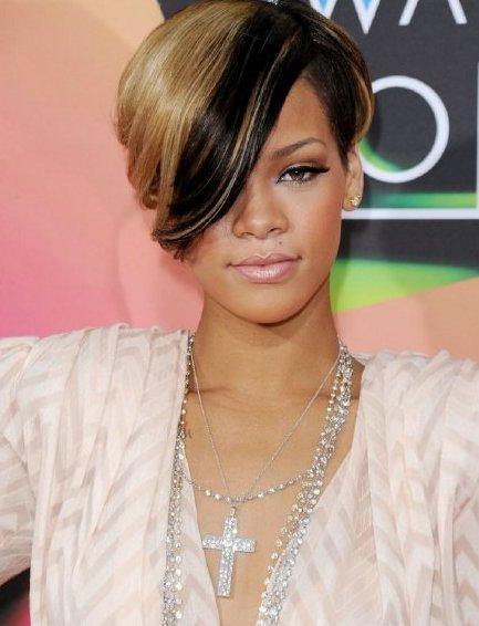 Model Rambut Pendek Wanita Terbaru Yang Banyak Di Minati - Gaya rambut pendek rihanna