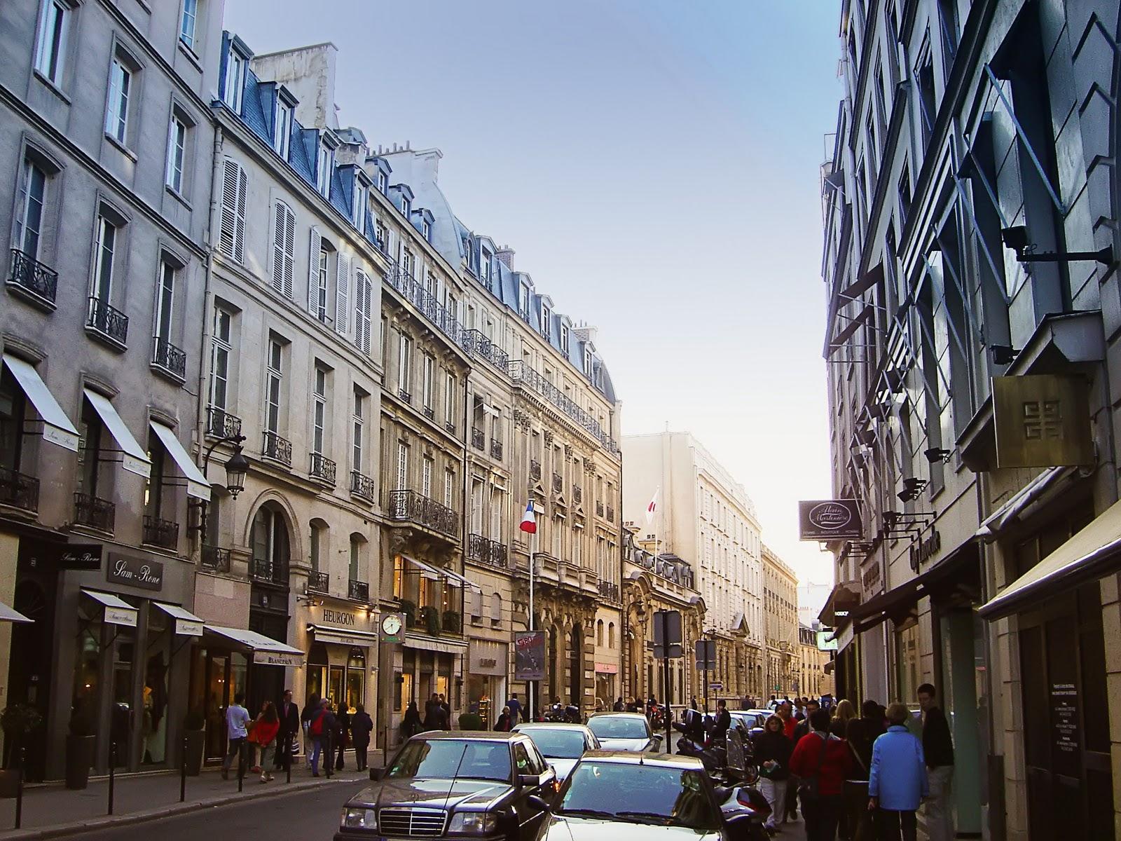 http://1.bp.blogspot.com/-tp07X12db2s/TZBg39C1vPI/AAAAAAAAEAc/dZ-b5knwCH0/s1600/Rue_du_Faubourg_St_Honore_dsc00792.jpg