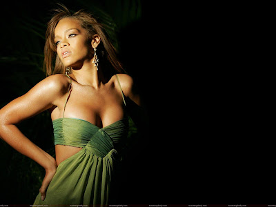 celebrity_rihanna_hot_wallpaper_fun_hungama