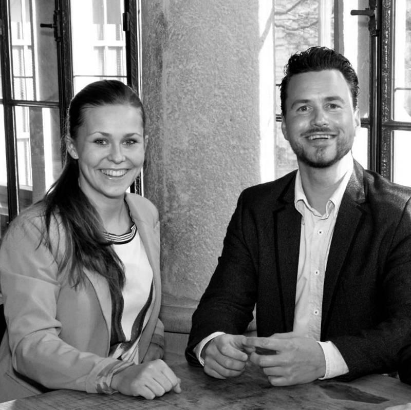 Freuen sich auf eine gute Zusammenarbeit im Interesse des Naheweines und der neuen Nahewein-Vinothek: Leiter Jörg Sielaff und Sophia Mauer. Foto: KruppPresse