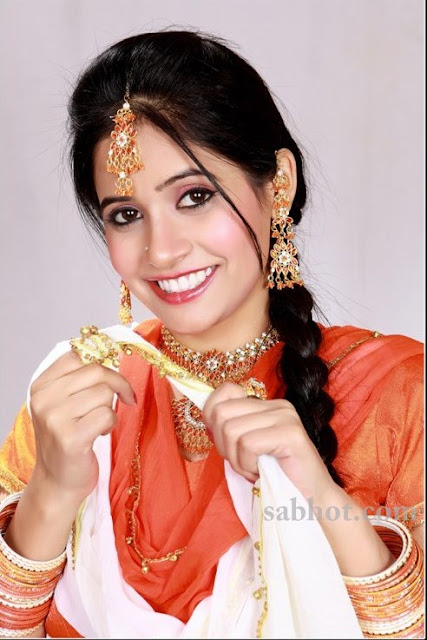 Hot Miss pooja rere pictures