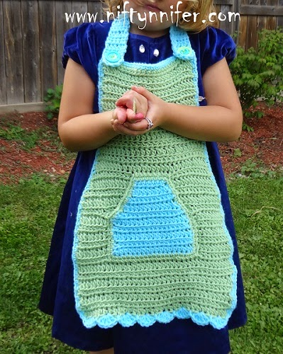 http://www.niftynnifer.com/2014/09/free-crochet-pattern-my-little-helper.html