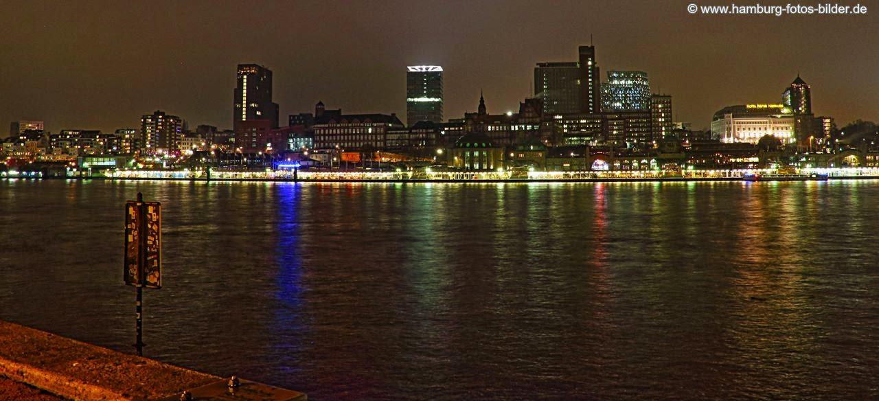 Hamburg Hafen Skyline bei Nacht