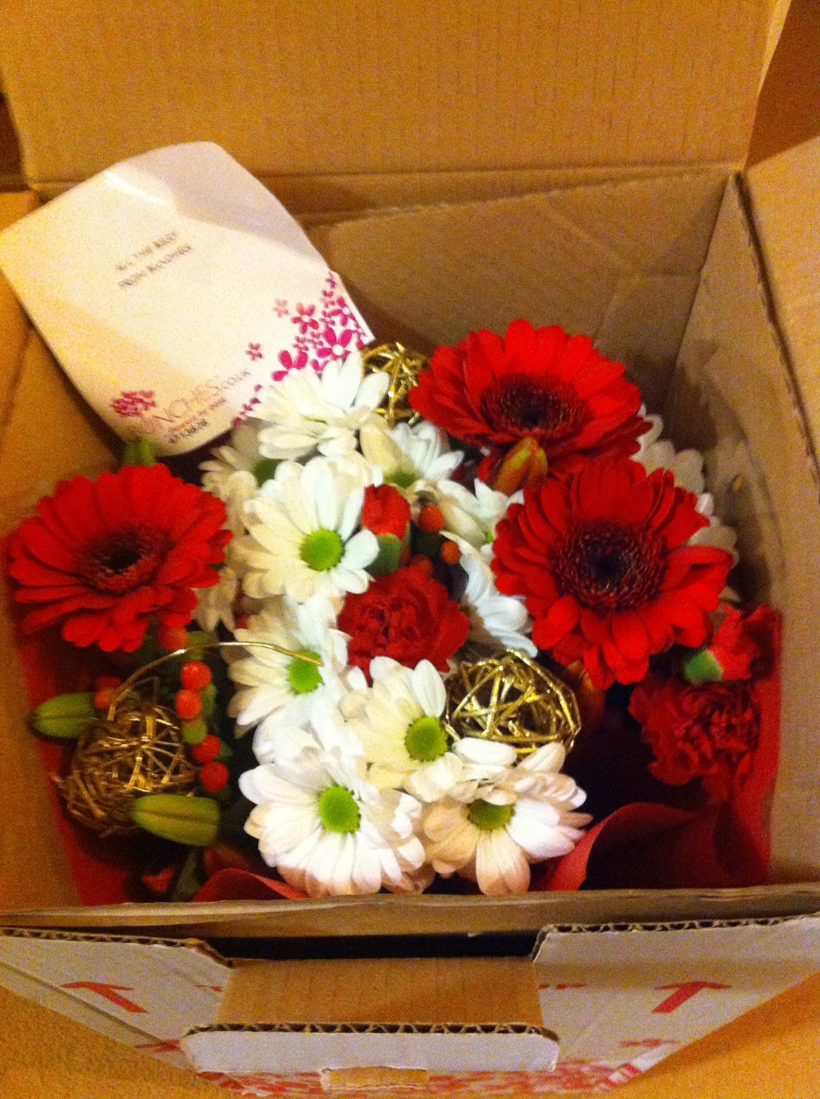 Review bunches mummy to the max the delivery of the flowers arrived early and were presented in a beautiful simple but colourful box i was actually surprised at how eye catching the box izmirmasajfo