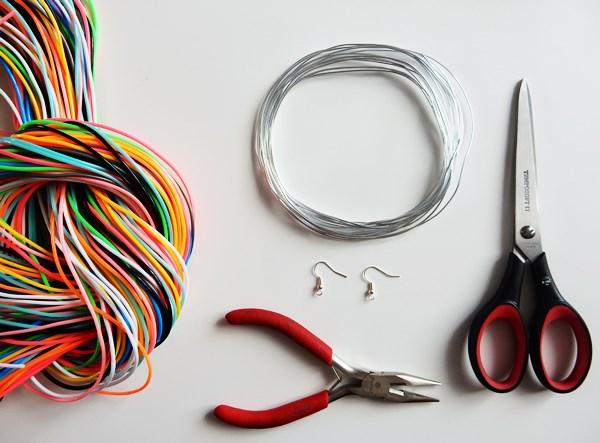DIY : Boucles d'oreilles en scoubidous