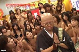 Foto Gila Wanita Jepang