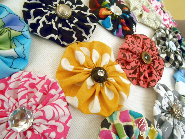 what to do with fabric yo yos, yo yos, pillow cover tutorial, do it yourself pillow cover