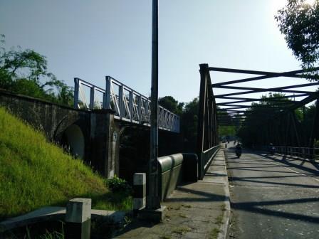 Pemandangan dari arah Timur Jembatan Rel Pangukan