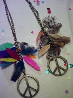 Collares de la paz con plumas: multicolor o colores tierra, camel.