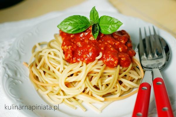 Przepis na spaghetti w sosie pomidorowym Neapoli
