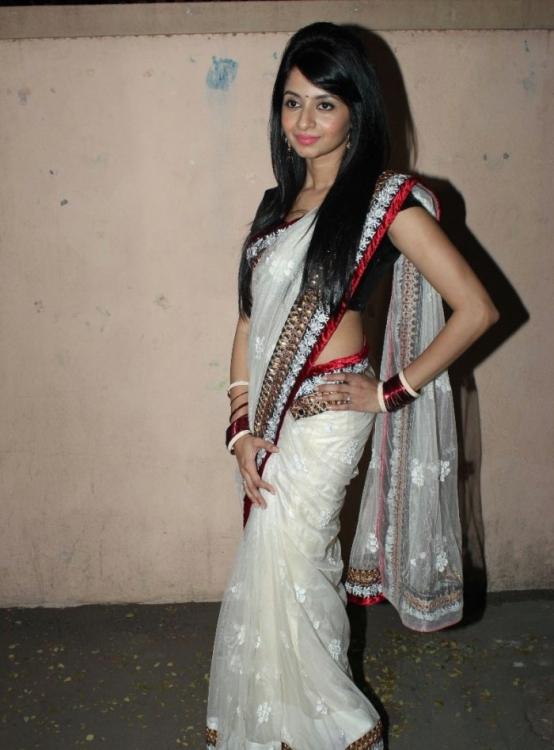 glorious Amrutha hot in saree