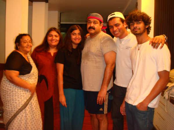 Pranav Mohanlal New Photo Mohanlal fans: JjdoEgj...