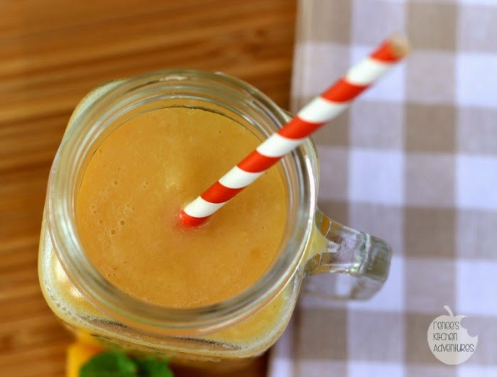 Fuzzy Navel Smoothie: view from above #smoothie