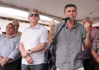 Ricardo inaugura estrada e retira Algodão de Jandaíra do isolamento asfáltico