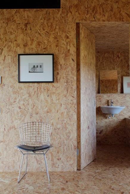 Backstein-Scheune mit OSB-Platten-Ausbau - simpel und puristisch Einrichten, Wohnen und Leben in Norfolk