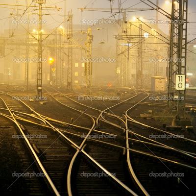 http://1.bp.blogspot.com/-tqmeqO8jxO0/Tk6PptFls5I/AAAAAAAAAaM/c8Nrg9KCs60/s400/depositphotos_2835352-Confusing-railway-tracks.jpg